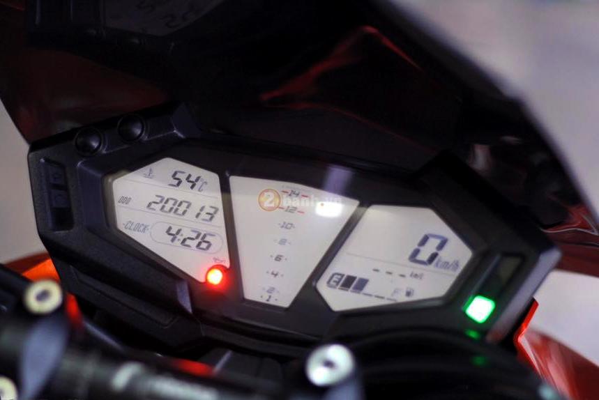 Kawasaki Z800 den cam voi doi mat thu sinh - 11