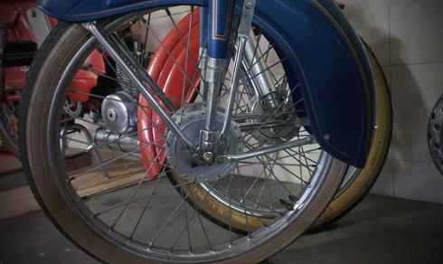 Motobecane AV88 la mau xe trong gia dinh AV cua Mobylette thuoc nhung nam 1950 - 6