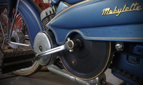Motobecane AV88 la mau xe trong gia dinh AV cua Mobylette thuoc nhung nam 1950 - 10