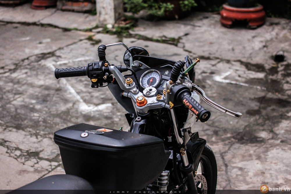 Satria F150 phien ban trang Ngoc Trinh cua tay choi Sai Gon - 4