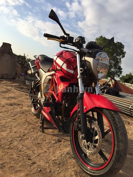 Chiec FZS do phong cach moto Ducati Monster - 2