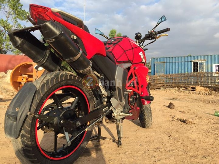 Chiec FZS do phong cach moto Ducati Monster - 7