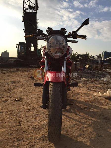 Chiec FZS do phong cach moto Ducati Monster - 3