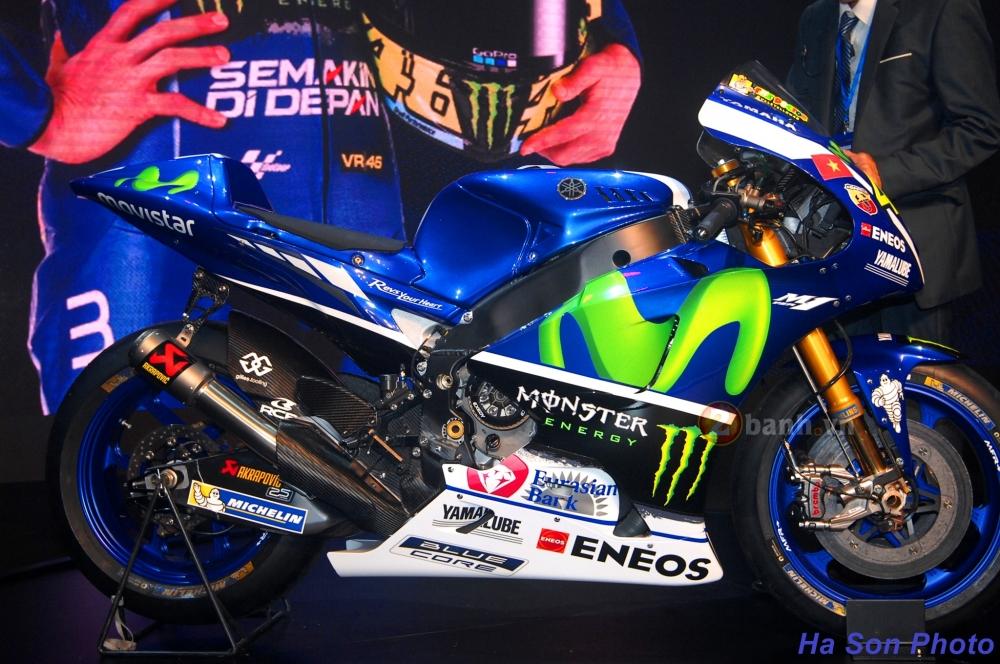 Clip Yamaha M1 phien ban Rossi lam khan gia Viet me man - 9