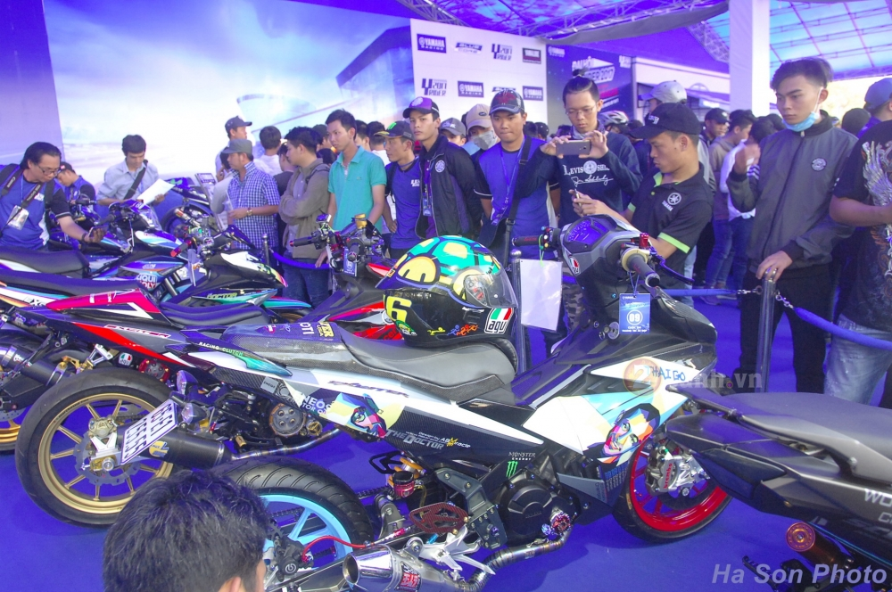 Khan gia Viet da co co hoi giao luu voi hai tay dua cua doi dua Movistar Yamaha MotoGP 2017 - 12
