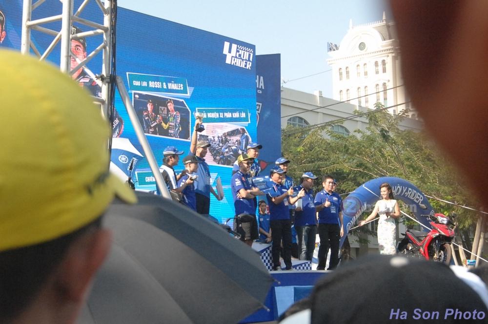 Khan gia Viet da co co hoi giao luu voi hai tay dua cua doi dua Movistar Yamaha MotoGP 2017 - 20