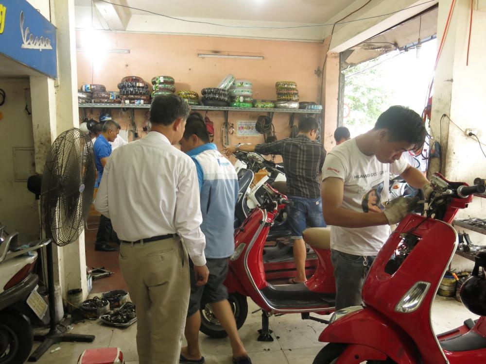 Bao duong xe Piaggio Vespa chuyen nghiep tai Ha Noi Cua Hang Hoa Da Piaggio - 2