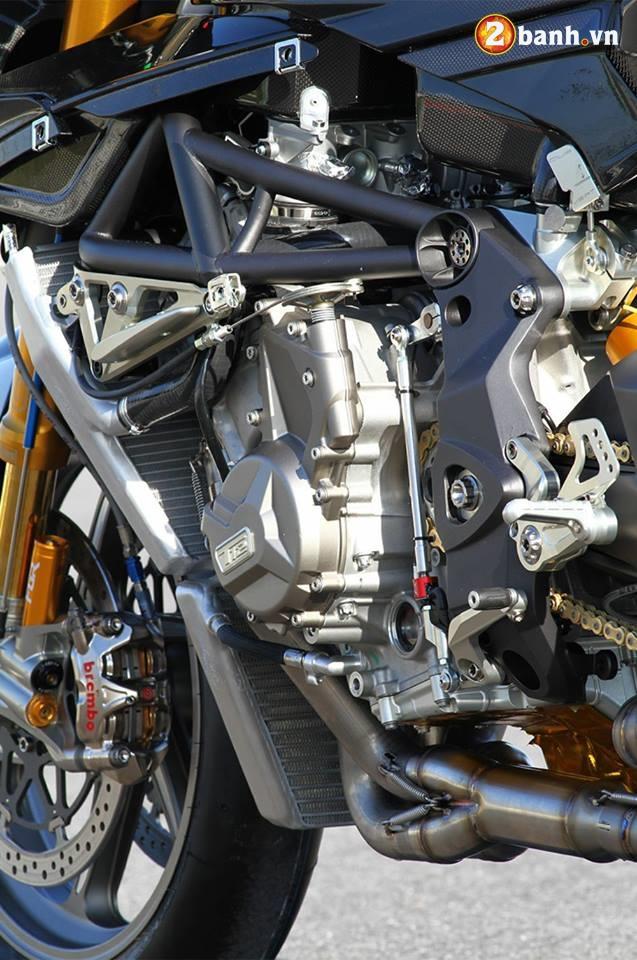 BMW HP4 su dung hoa trong thiet ke va dong co khung - 8