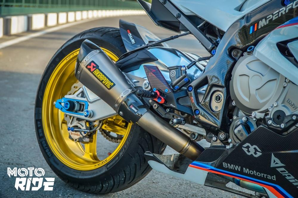 BMW S1000RR ban do cang net tren tung chi tiet cua biker Viet - 11
