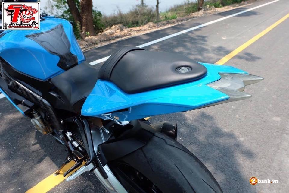 BMW S1000RR ca tinh trong bo ao xanh Pestronal - 9
