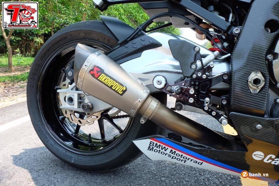 BMW S1000RR ca tinh trong bo ao xanh Pestronal - 10