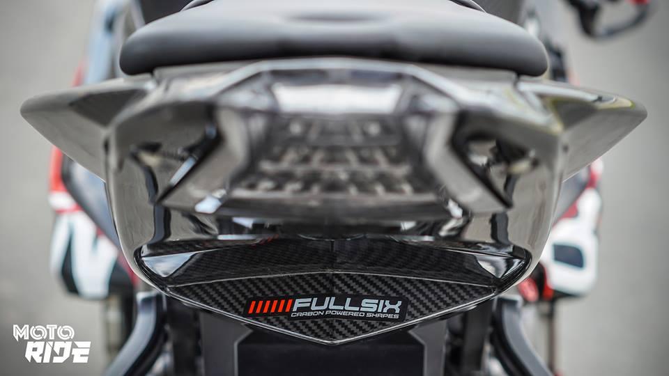 BMW S1000RR phien ban Black carbon - 11