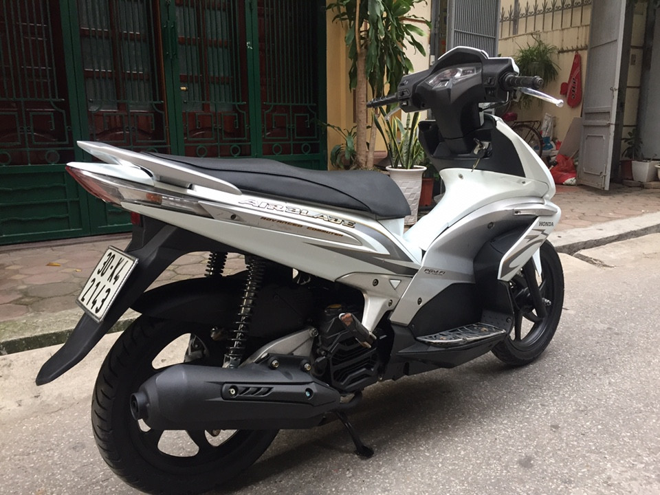 Can ban Honda Airblade fi doi 2010 vanh 6 nan chinh chu mau trang - 4