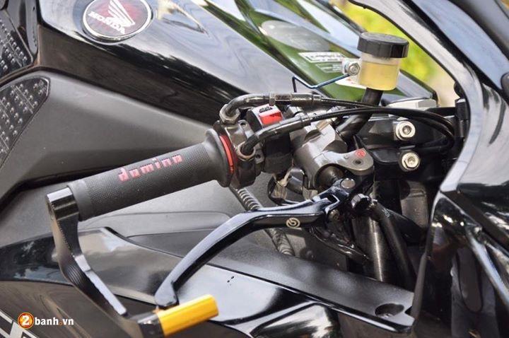 CBR 1000RR cung cap trong bo canh Fireblade Black Edition - 4
