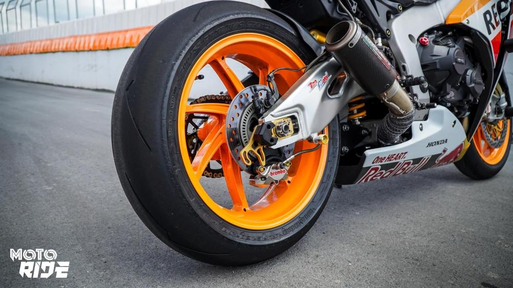 Honda CBR1000RR dep den ngo ngang trong phong cach 93 MotoGP - 13