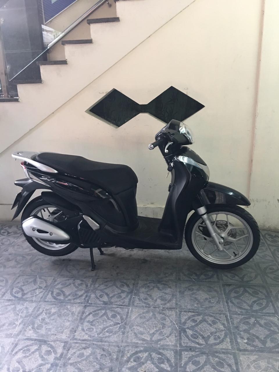 Honda SH mode black nu cong chuc su dung giu gin - 2