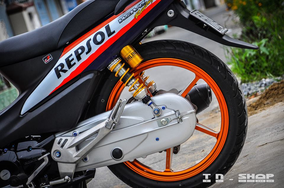 Honda Wave chien binh troi day voi bo canh Repsol - 9