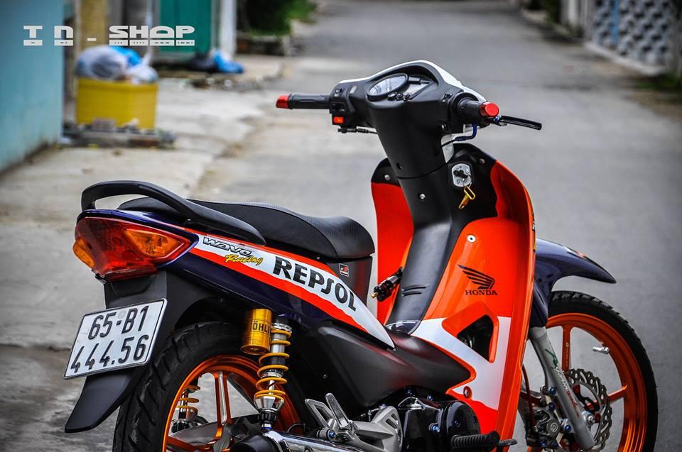 Honda Wave chien binh troi day voi bo canh Repsol - 11