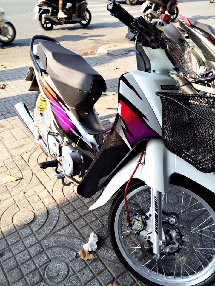 Honda Wave ZX phien ban bach cong tu voi dan do choi chiu chi - 4