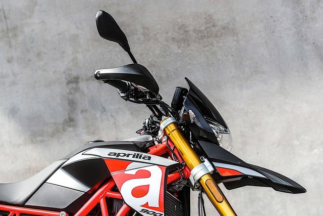 Tan binh Aprilia Dorsoduro 900 2018 Doi thu cua Ducati Hypermotard 939 - 8