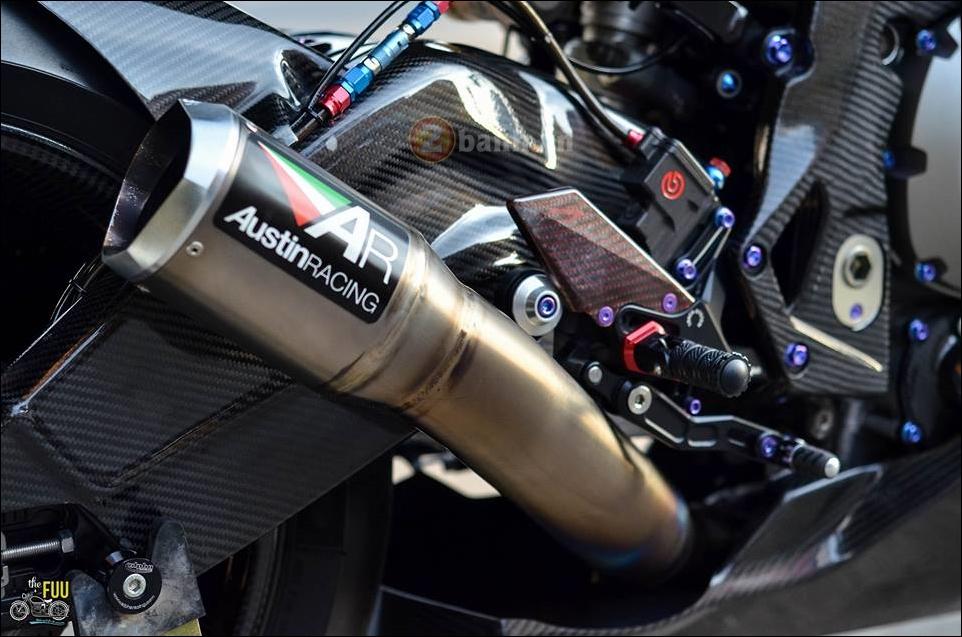 BMW S1000RR do Carbon hoa trong tung chi tiet - 13