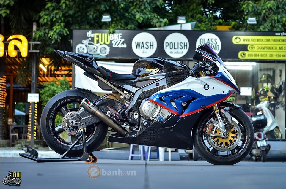 BMW S1000RR do Carbon hoa trong tung chi tiet - 9