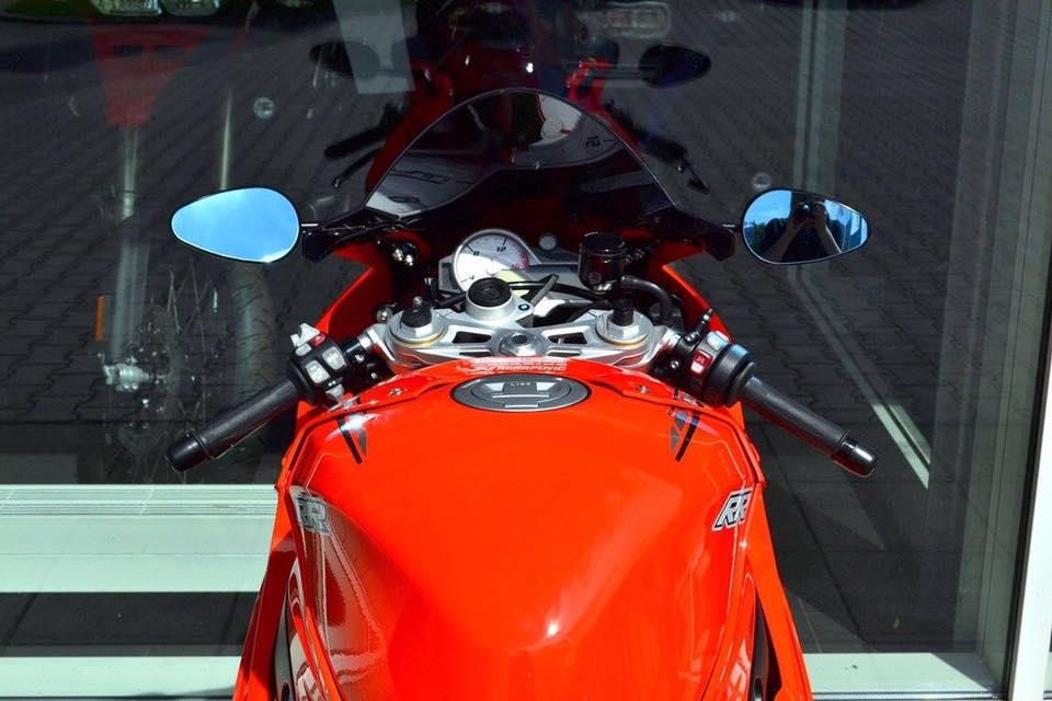BMW S1000RR ve dep tan chay trong bo canh cam nong bong - 4
