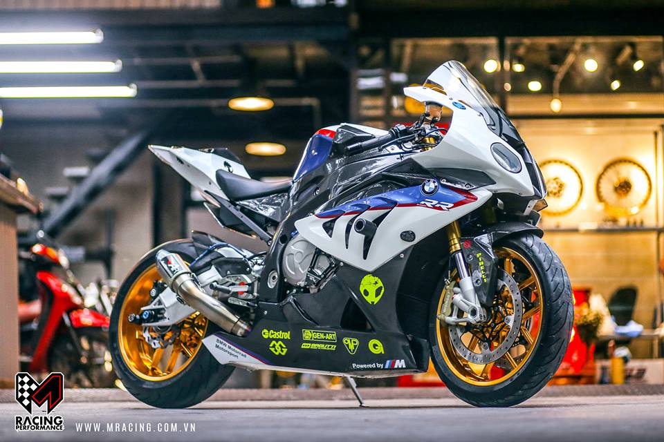 Ca map BMW S1000RR thoat y luc luong duoi gam Garage - 3