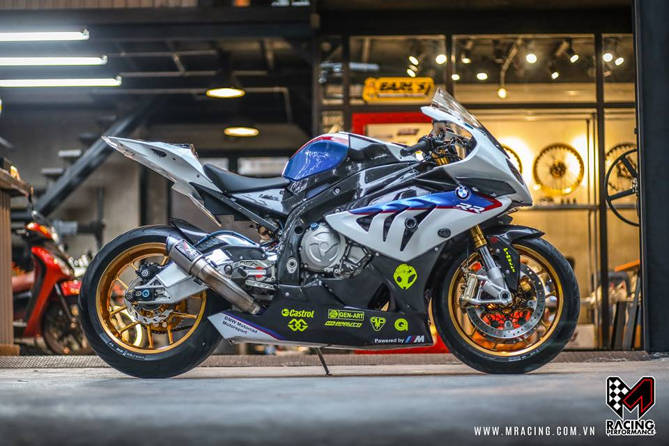 Ca map BMW S1000RR thoat y luc luong duoi gam Garage - 6