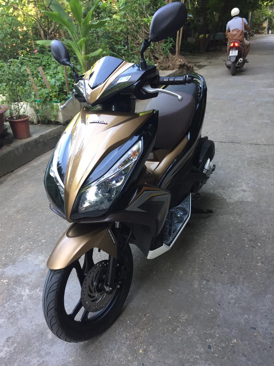 Can ban Honda Airblade 125 fi vang den 2015 con moi chinh chu 33tr500 - 2