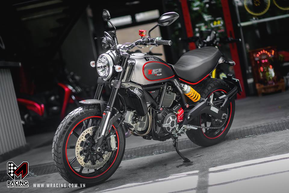 Ducati Scrambler dep tinh te tu nguyen lieu Titanium - 2