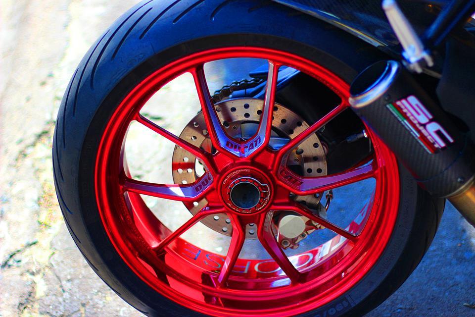 Ducati Streetfighter do menh danh qua bom tan phan khuc nakedbike - 10