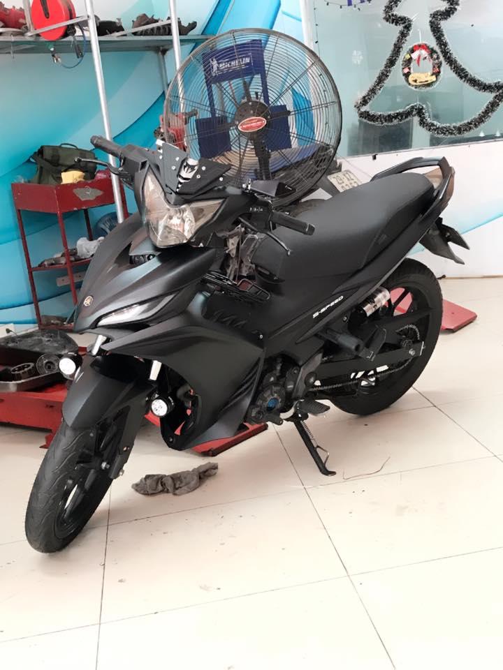 Exciter 135 do full black voi dan chan che tu doi thu nha Honda - 3