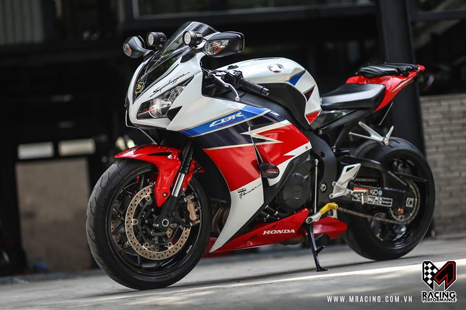 Honda CBR 1000RR HRC cung cap trong phong cach touring - 2