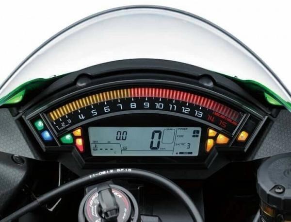 So sanh 2 sieu mo to Kawasaki ZX10R va Honda CBR 1000RR 2017 - 4