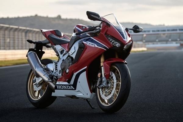 So sanh 2 sieu mo to Kawasaki ZX10R va Honda CBR 1000RR 2017 - 15