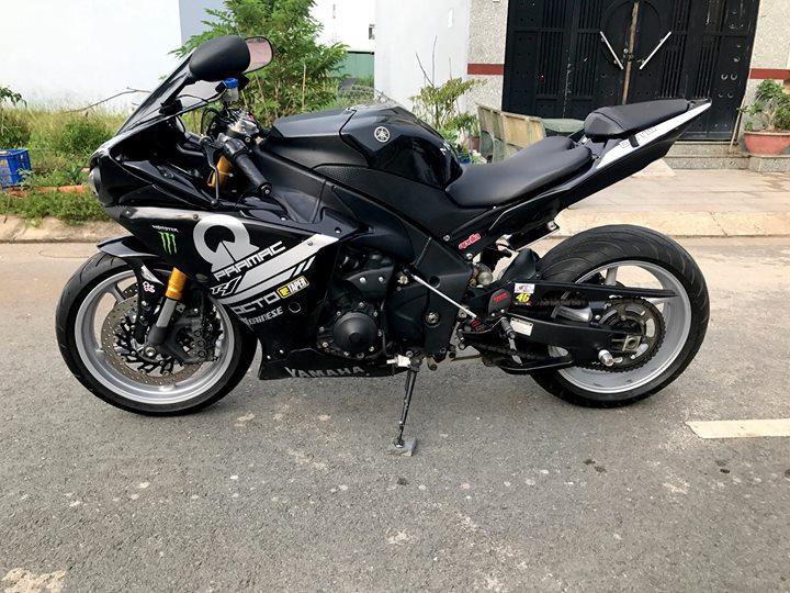 Yamaha R1 cung ngac ben bo canh den tem dau Pramac - 10