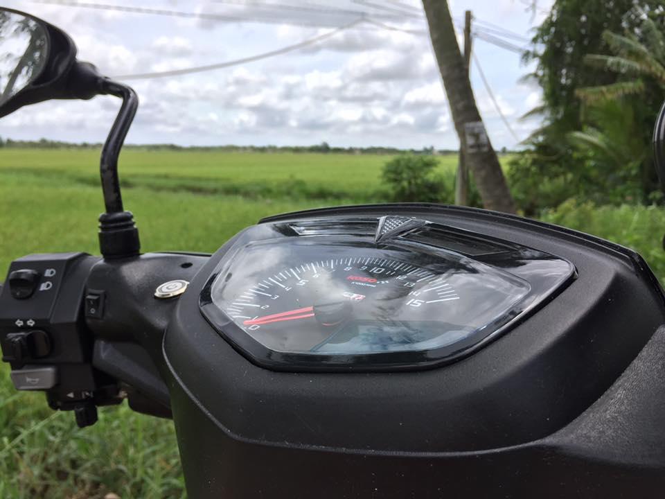Yamaha Sirius do kieng nhe nhang khoe dang cung canh dong lua - 4