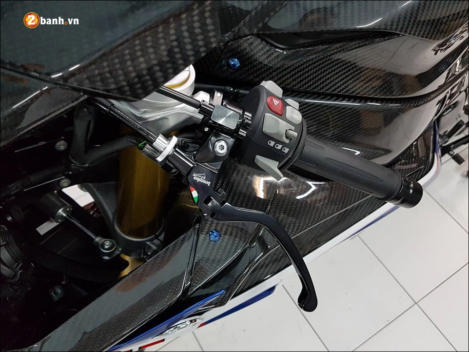 BMW S1000RR do sang chanh ben phu kien xa xi - 5