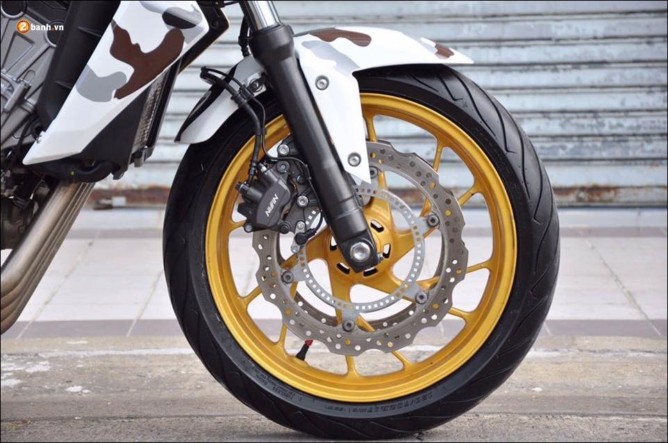 Honda CB650F do pha cach qua lot ao Camo huyen thoai - 8
