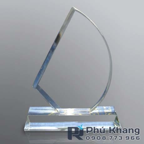 Co so cung cap bieu trung qua tang san xuat ky niem chuong pha le - 2