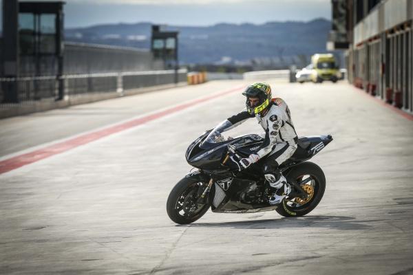Dong co Triumph Moto2 dang duoc phat trien chuan bi cho mua giai 2019 - 3