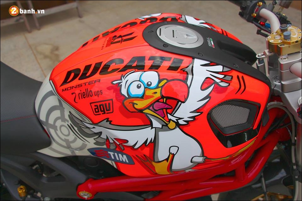 Ducati Monster 796 do pha cach cung tem dau AGV - 4