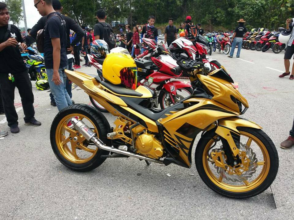 Exciter 2010 do an tuong voi xe sieu nhan Vang cua biker nuoc ban - 3