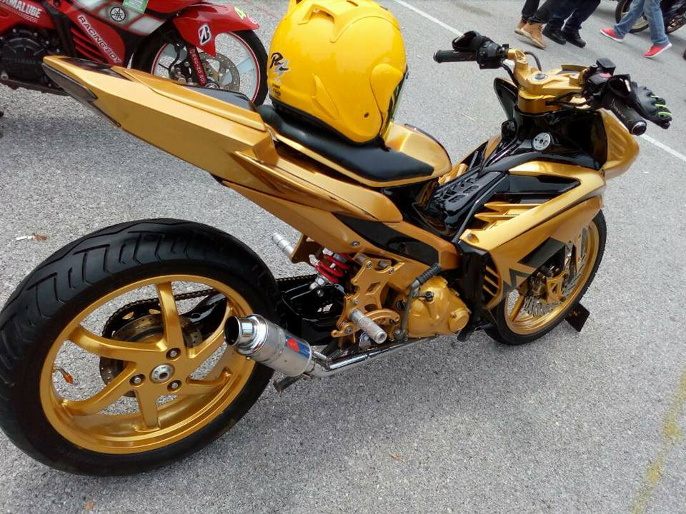Exciter 2010 do an tuong voi xe sieu nhan Vang cua biker nuoc ban - 5