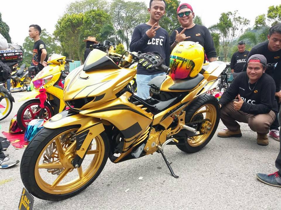 Exciter 2010 do an tuong voi xe sieu nhan Vang cua biker nuoc ban - 7