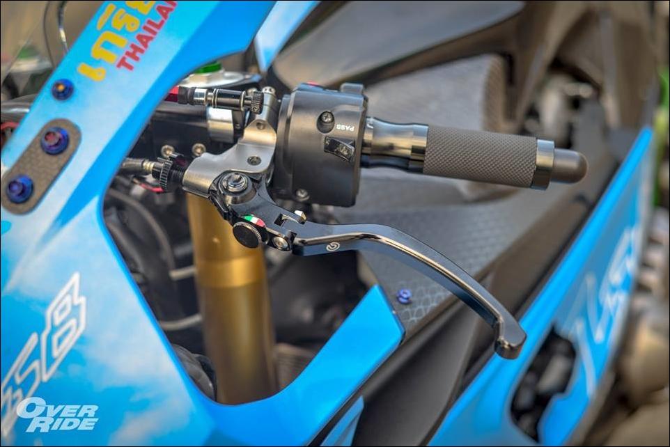 Kawasaki Z800 do tao bao tu y tuong nang cap thanh ca map BMW - 10
