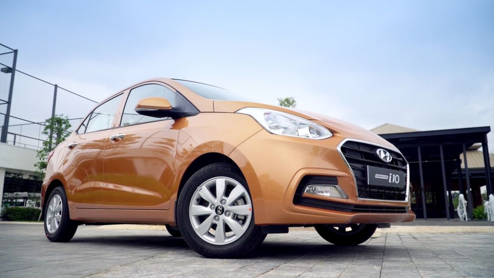 Khuyen mai uu dai gia xe Hyundai grand i10 sedan Thang 102017