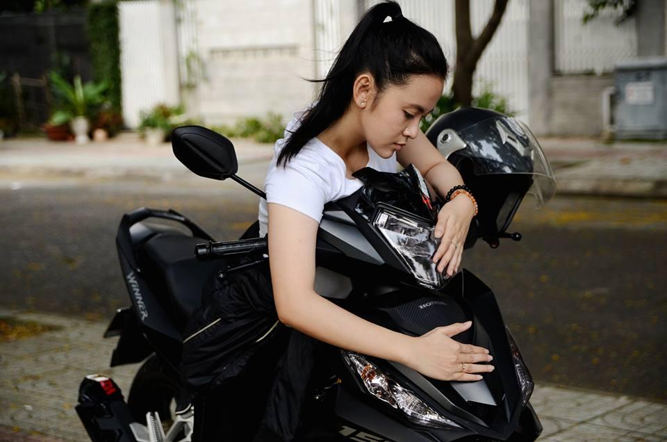 Ngam bo anh cuc chat cua nu biker do dang cung Winner 150 - 6