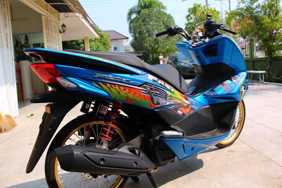 PCX 150 do kieng doc dao voi doi chan mong manh cua biker nuoc ban - 8